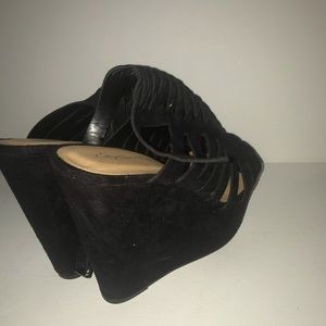 Cityclassified Shoes - Black strap wedge